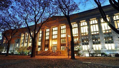 Thumb large harvard law school library in langdell hall at night